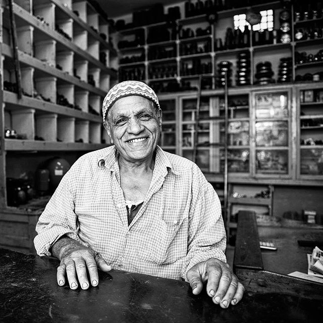 5/7 This week will be a bit different here on my instagram. . I have challenged my self to post only people pictures - so I am a bit out of my comfort zone! . Please be gentle - and please play along #peopleweek . This nice man was kind enough to show me around in Luxor, Egypt in his old car. What a place and what a cool man. . #portraitphotography #portrait #beautifulpeople #travel #egypt #luxor #portraitmood #travelling #travelportrait