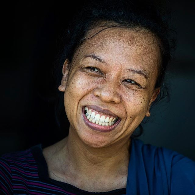4/7 This week will be a bit different here on my instagram. . I have challenged my self to post only people pictures - so I am a bit out of my comfort zone! . Please be gentle - and please play along. . What a smile, the people of parepare is be far some of the sweetest people I have ever met! Sulawesi. . #portraitphotography #portrait #beautifulpeople #travel #parepare #sulawesi #smile #photooftheday #photography #travelphotography