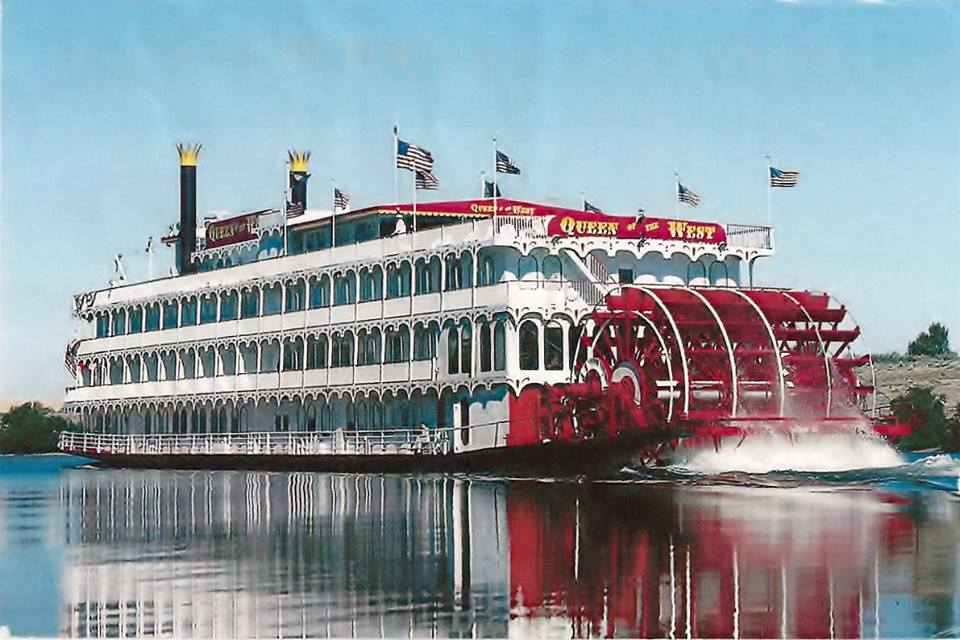 queen of the west paddlewheel.jpg