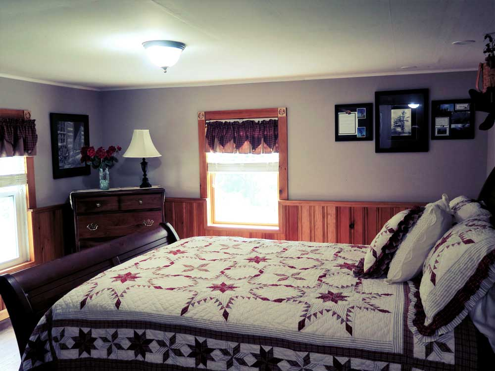 Comfortable queen bed and country theme