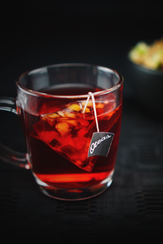 Une meilleure infusion. - Le thé est la deuxième boisson la plus populaire consommée dans le monde entier. (Au grand désarroi de Coca-Cola). Mais, pas chaque tasse est créée égale... Pourquoi ne pas vous offrir une meilleure infusion? Un petit plaisir énergétique, apaisant, médicinal ou sucré et épicé, OTeas vous propose une expérience exquise à chaque gorgée.
