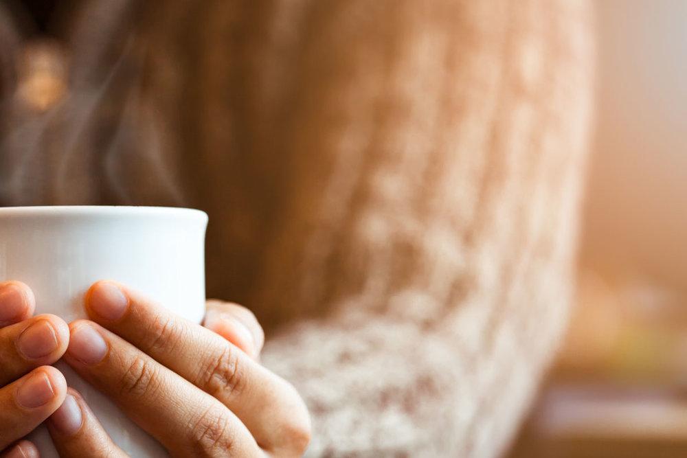Prenez une tasse avec nous. -