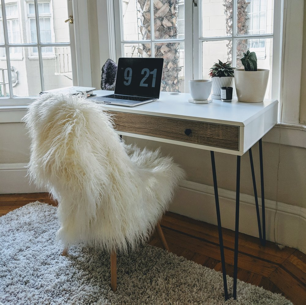 My new writing desk, where I will not be scrolling through instagram :)