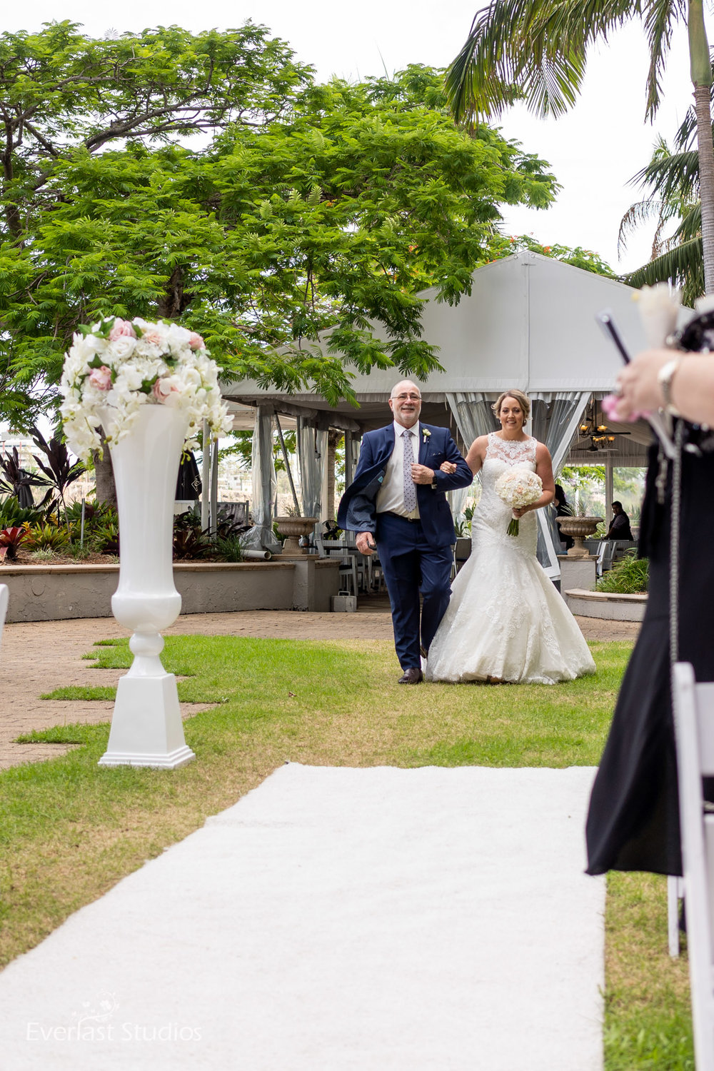 Bride and her dad walking down the isle at Stamford Plaza Brisbane