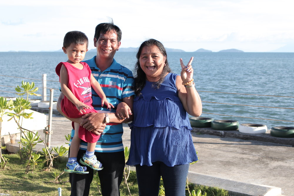 Tita Susan, with her husband and grandchild, posed for a photo during the MMP at Ciriaco Hotel, Calbayog, Samar.