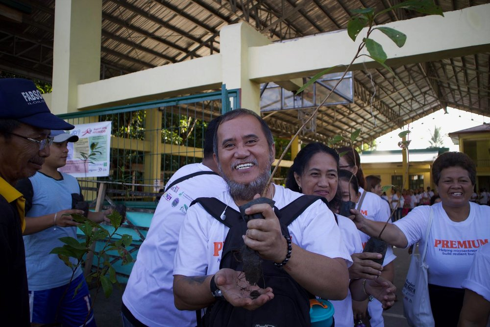Acknowledging the importance of planting trees, Tito Romulo happily participated in the recently held tree planting activity in Tolosa, Leyte.