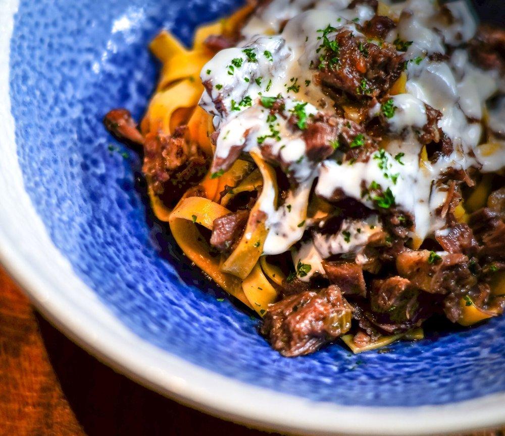 FETTUCCINE CON SALSICCIA & FUNGHI | Homemade Fettucine, Italian sausage & mushroom ragout