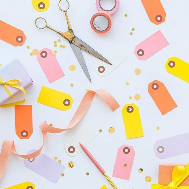 Bright, bold + beautiful gift tags from @ohhappydaypartyshop 👌🏻💛 #gifttags #invitations #weddinginvitations #starionerylove #starionery