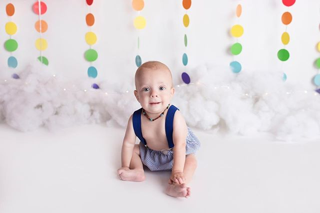 Happy Birthday Braxton! ❤️🌈 #coloradospringsphotographer  #coloradospringsfamilyphotographer #denvernewbornphotographer #coloradospringsnewbornphotographer #coloradospringsphotographers #cakesmashsession #rainbowbaby #rainbowcakesmash