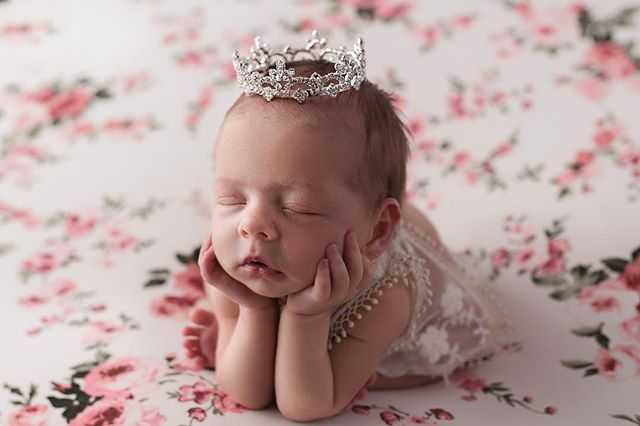 Hush little baby 💕  #shaymiddletonphotography #coloradospringsphotographer #coloradospringsfamilyphotographer #denvernewbornphotographer #coloradospringsnewbornphotographer #newbornphotography