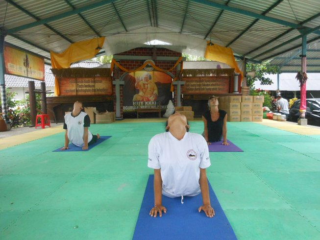 balinese-meditation-yoga-teacher-training-indonesia.png