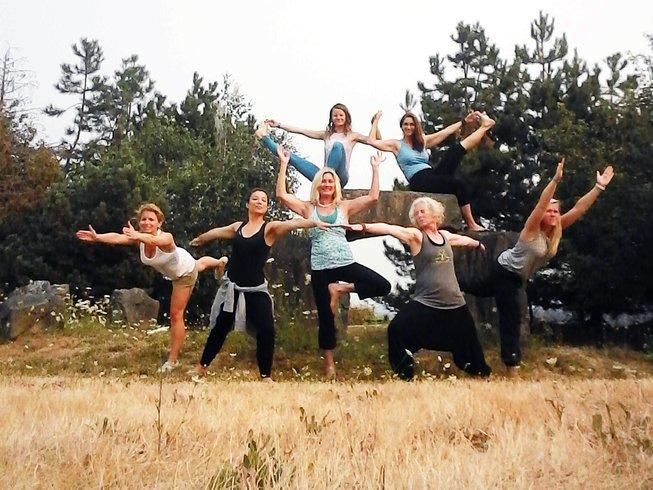 13-day-womens-yoga-teacher-training-canada.png