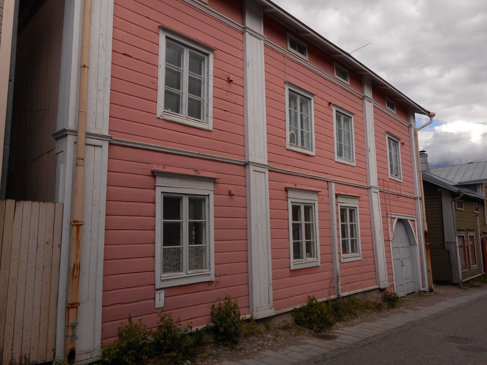 Pink old house in Porvoo guided trip to Porvoo