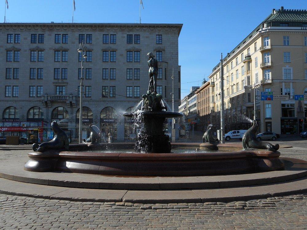 Helsinki Sightseeing Manta Statue Esplanadi