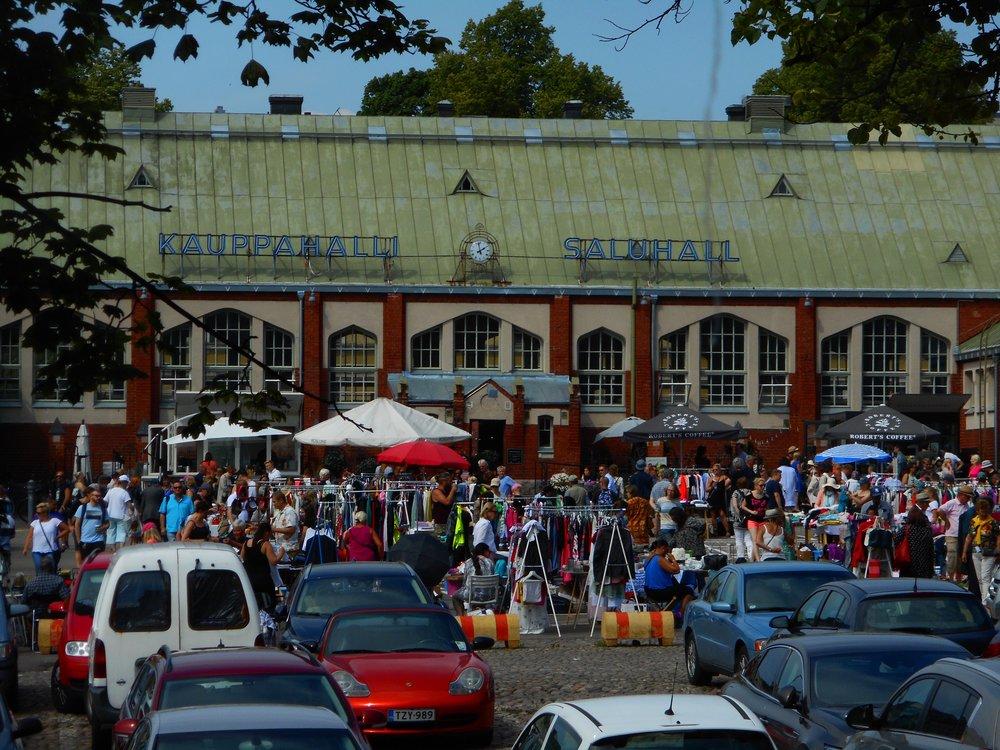 Helsinki Sightseeing trip flea market in Hietaniemi