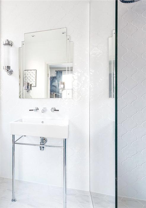 8ER bathroom.jpg