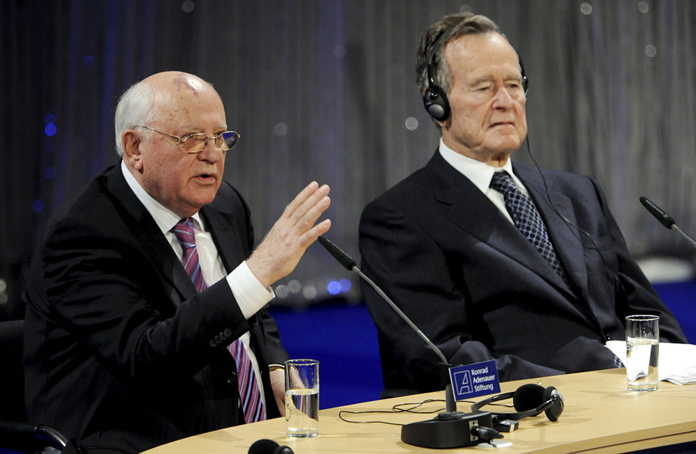 Mikhail Gorbachev and George Bush in Berlin 2009.