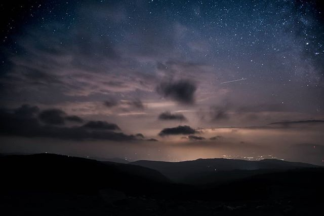 Cloudy Nights 📷 Michael Brugger @bru.mic #digitalsarntal . . . . . . . . . . #sarntal #photographers #filmmakers #outdoor #visualartists #lifeinsouthtyrol #visitsouthtyrol #inspiration #astrophotography #stars #cloudy #stoanernemandln #longexposure