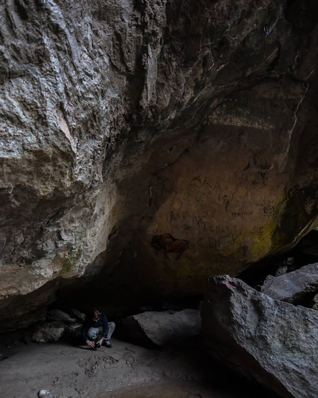 Cave Life 📷 Max van Rijn @maxvanryn #digitalsarntal . . . . . . . . . . #sarntal #photographers #filmmakers #outdoor #visualartists #lifeinsouthtyrol #visitsouthtyrol #inspiration #cave #stone