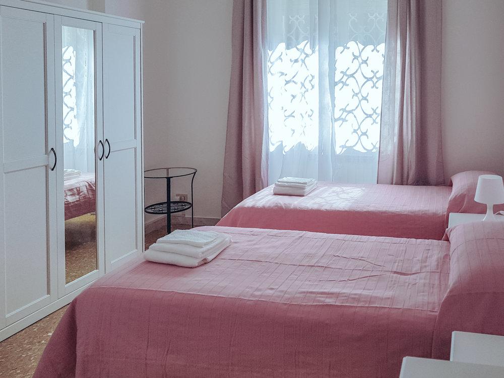 roseaantiche-room001.jpg
