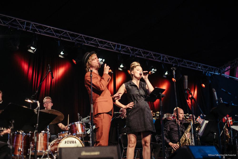 RIDEHUSET SWINGER, 2018  Aarhus Jazz Orchestra feat. Mimi Terris, Mads Mathias & Live Foyn Friis    Juli 2018