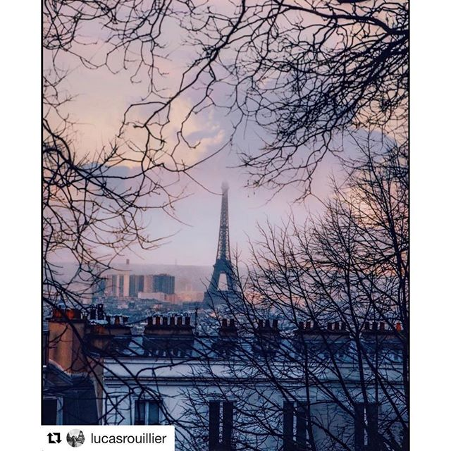 View 🙇🏻‍♂️ • • • #paris #pariscollection #pariscollectionstore #love #abbesses #district #eiffeltower #amazing #picoftheday #photooftheday #lovely #winter #cold #weekend #visiting #traveling #discover #france #french #view 📸 @lucasrouillier