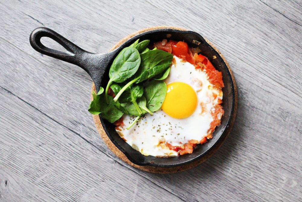 foodiesfeed.com_sunny-side-up-breakfast-pan.jpg