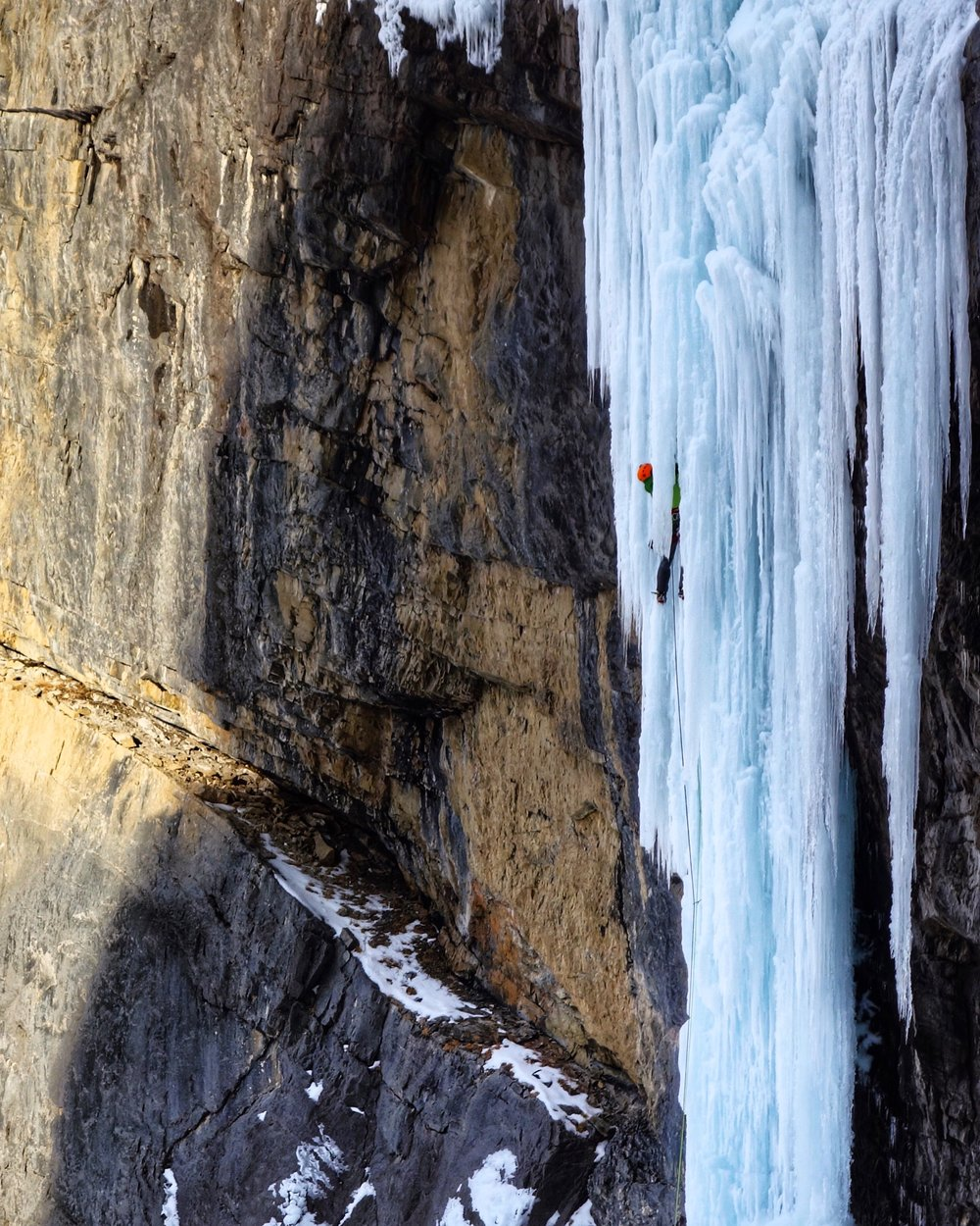 Matthias Scherer on Oh le Tabernac, Icefields Parkway, Canada - picture Tanja Schmitt