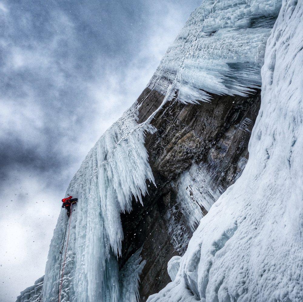 Matthias Scherer on Weeping Wall Central Pillar December 2017, Icefields Parkway, Canada - picture Tanja Schmitt