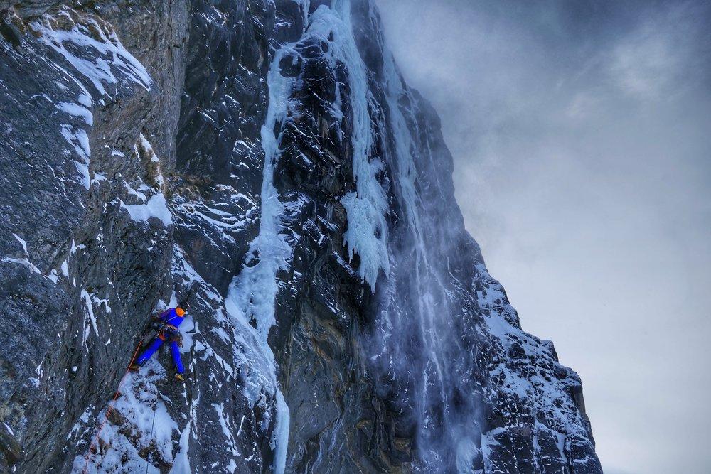 Heike Schmitt on the mixed traverse of Finnkona - picture Matthias Scherer