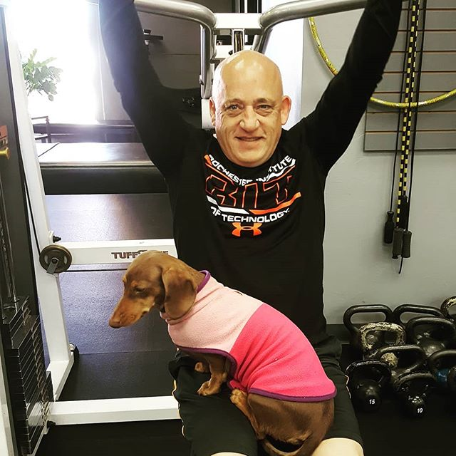 Friday's are for doing shoulder presses and holding weiner dogs...didn't you know that??? Life is ruff... #gymlife #miniwiener #minidachshund #rufflife #fitfam #fitness #fitnessmotivation #ignite #ignitefitness #gethot