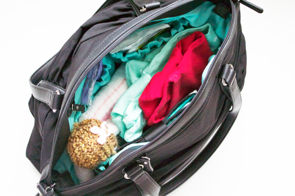 What to Pack in your Diaper Bag for Delivery Day | www.annemariemitchell.com