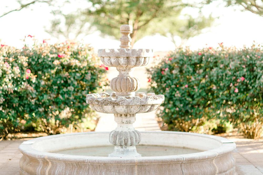 alleej-lubbock-wedding-photographer-bridal-sessions-caprock-winery-texas-tech-eberley-brooks_0005.jpg