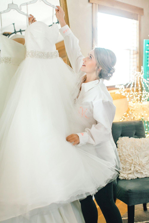 kayla-jacob-dow-cotton-creek-barn-lubbock-wedding-photographer-alleej0013.jpg