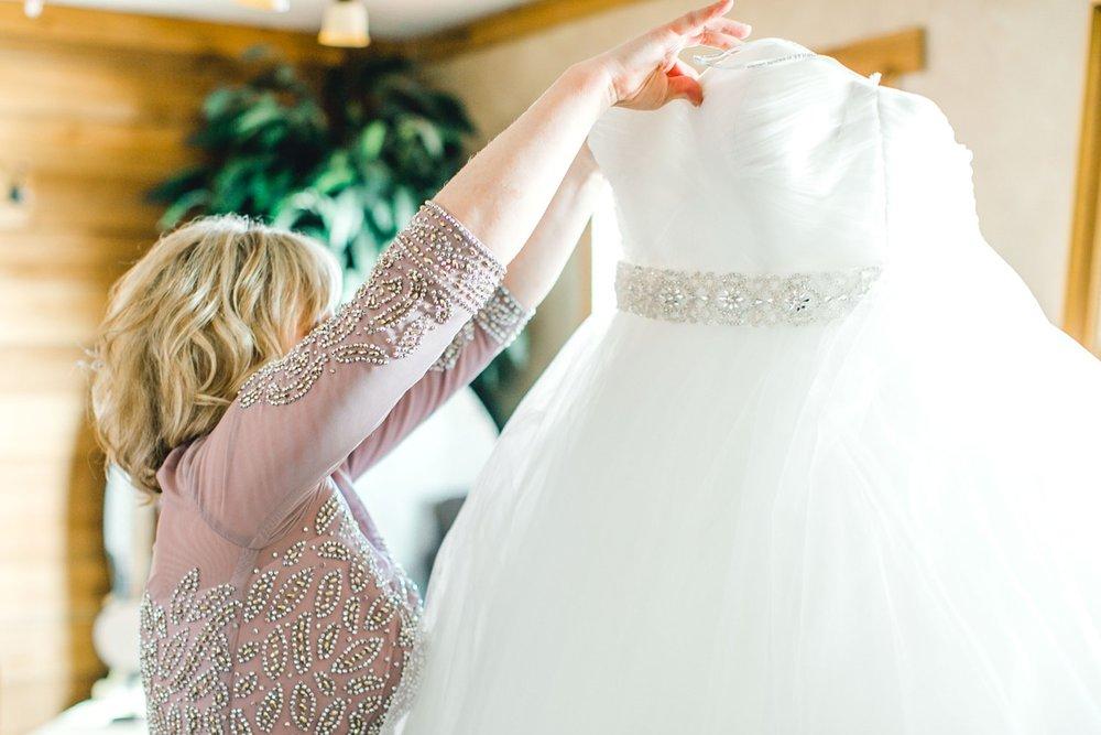 kayla-jacob-dow-cotton-creek-barn-lubbock-wedding-photographer-alleej0014.jpg