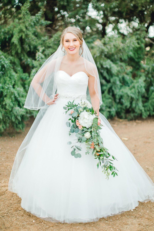 kayla-jacob-dow-cotton-creek-barn-lubbock-wedding-photographer-alleej0027.jpg