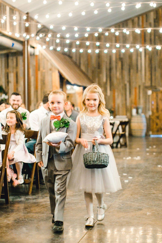kayla-jacob-dow-cotton-creek-barn-lubbock-wedding-photographer-alleej0072.jpg