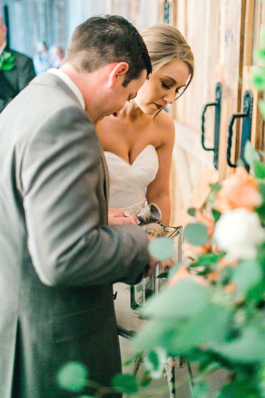kayla-jacob-dow-cotton-creek-barn-lubbock-wedding-photographer-alleej0088.jpg