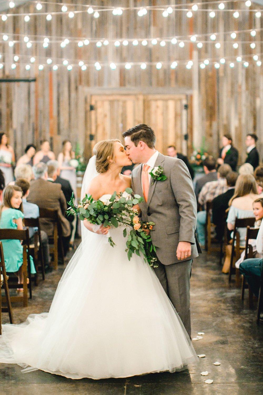 kayla-jacob-dow-cotton-creek-barn-lubbock-wedding-photographer-alleej0092.jpg