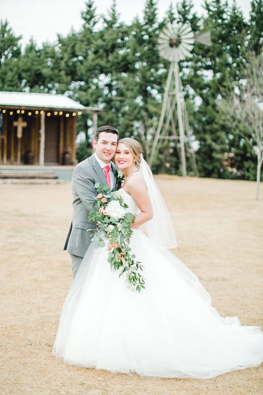 kayla-jacob-dow-cotton-creek-barn-lubbock-wedding-photographer-alleej0100.jpg