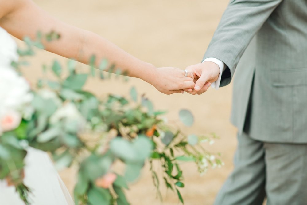 kayla-jacob-dow-cotton-creek-barn-lubbock-wedding-photographer-alleej0110.jpg