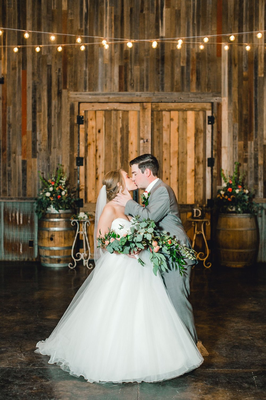 kayla-jacob-dow-cotton-creek-barn-lubbock-wedding-photographer-alleej0123.jpg