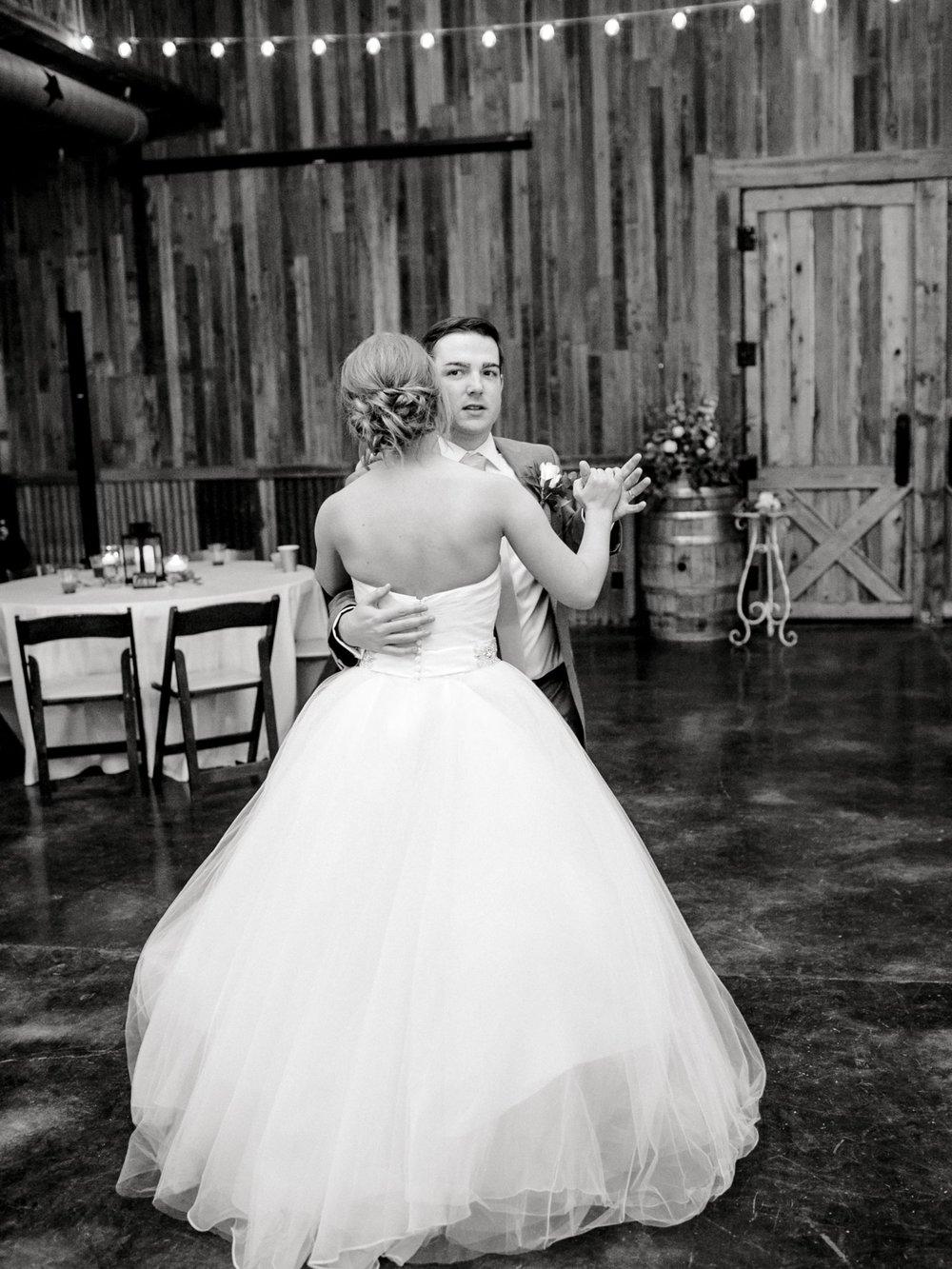 kayla-jacob-dow-cotton-creek-barn-lubbock-wedding-photographer-alleej0138.jpg