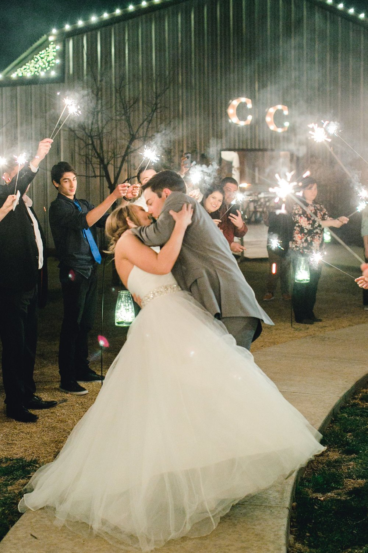 kayla-jacob-dow-cotton-creek-barn-lubbock-wedding-photographer-alleej0164.jpg