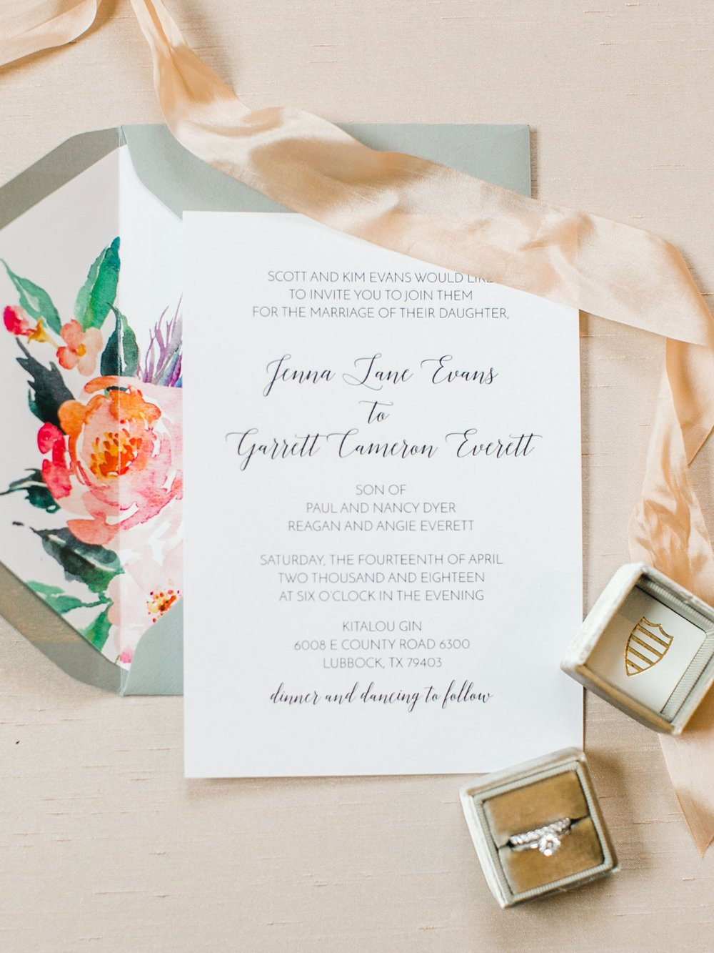 Jenna-and-garrett-Everett-kitalou-gin-lubbock-wedding-dayspring-designs-lubbock-wedding-photographer_0003.jpg