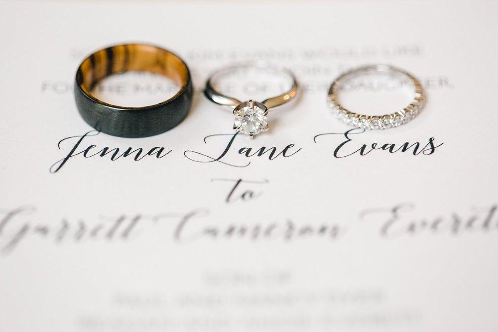 Jenna-and-garrett-Everett-kitalou-gin-lubbock-wedding-dayspring-designs-lubbock-wedding-photographer_0010.jpg