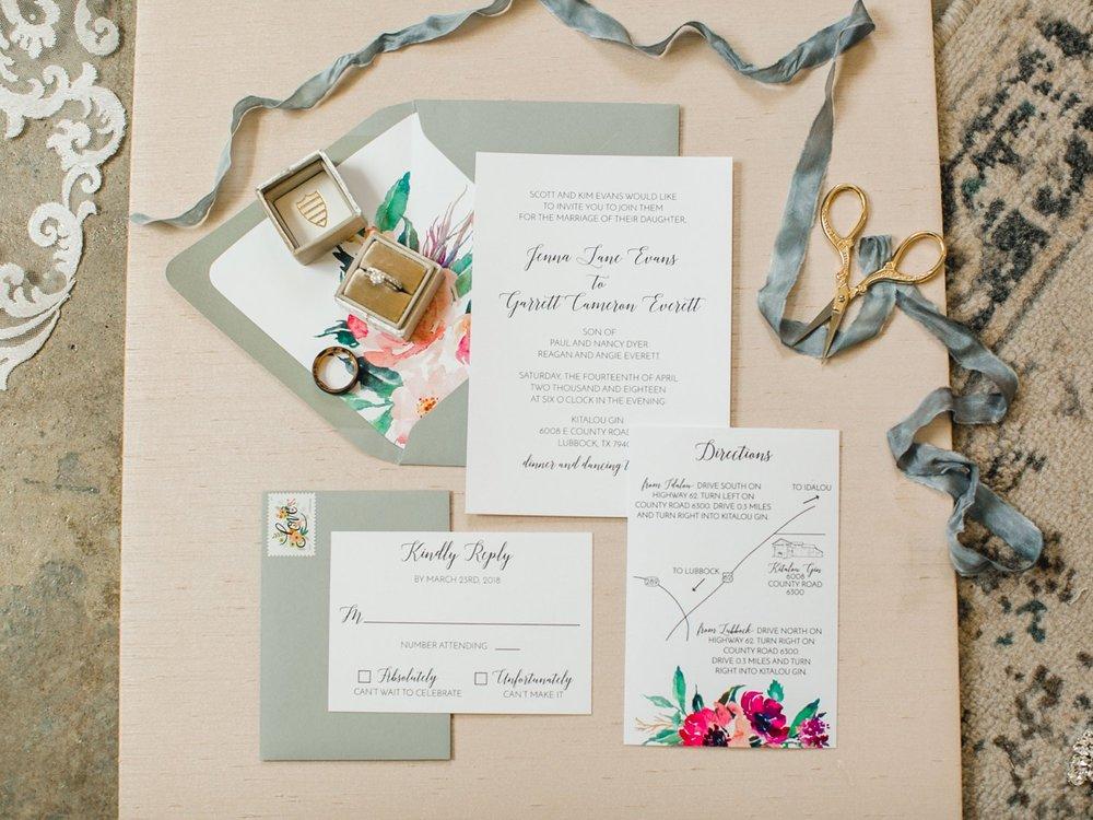 Jenna-and-garrett-Everett-kitalou-gin-lubbock-wedding-dayspring-designs-lubbock-wedding-photographer_0020.jpg