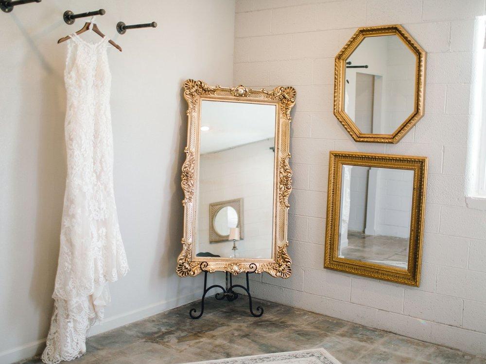 Jenna-and-garrett-Everett-kitalou-gin-lubbock-wedding-dayspring-designs-lubbock-wedding-photographer_0031.jpg