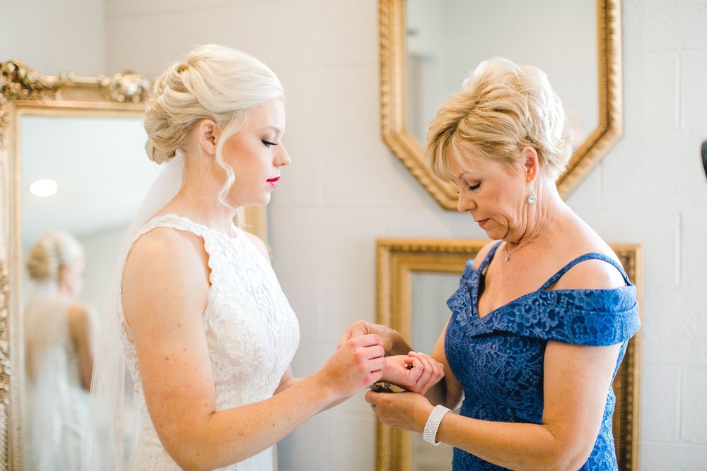 Jenna-and-garrett-Everett-kitalou-gin-lubbock-wedding-dayspring-designs-lubbock-wedding-photographer_0036.jpg