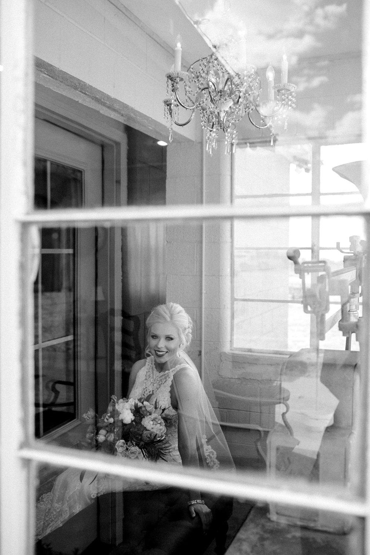 Jenna-and-garrett-Everett-kitalou-gin-lubbock-wedding-dayspring-designs-lubbock-wedding-photographer_0041.jpg